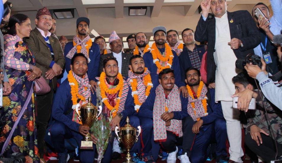 नेपाली क्रिकेट टोलीका सदस्यलाई विमानस्थलमा भव्य स्वागत