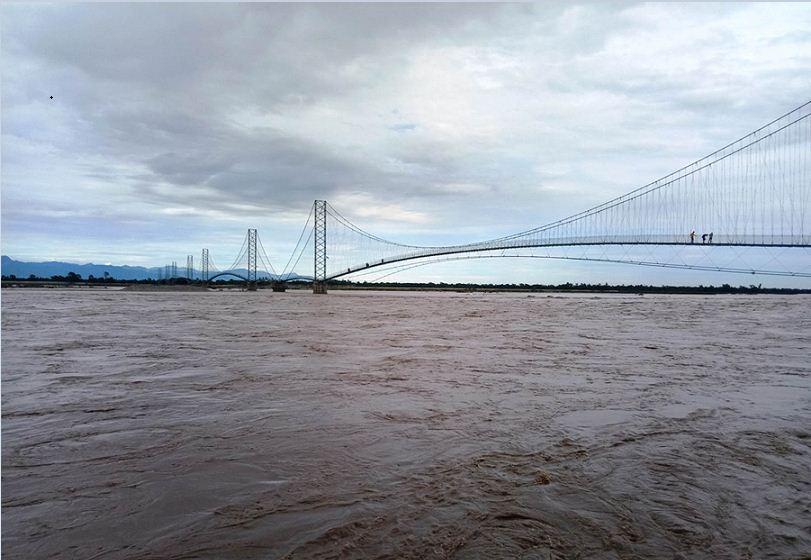महाकाली नदीमाथि बनेको 'मल्टीस्पान पेडेस्ट्रेन' झोलुङ्गे पुलको दृश्य