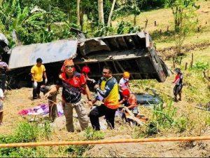 ट्रक चट्टानमा ठोक्किदा कम्तीमा पन्ध्रको मृत्यु